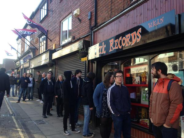 the queue at Static Records Wigan 2015